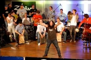 """Harry Reischmann beim Rhythm Seminar in Marktoberdorf 2011 - """"we will we will rock you!"""""""