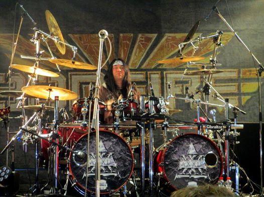 2014 Harry Reischmann auf dem AXXIS Drumset