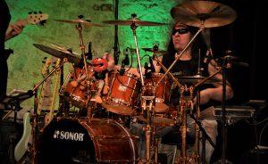 Harry Reischmann (Sarah Brightman, Gregorian, Bonfire) – Drums, Vocals