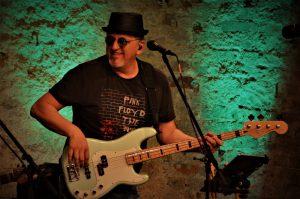 Jekko Stjepanovic (Dino Merlin, Relax, Bobby Kimball) – Bass, Vocals